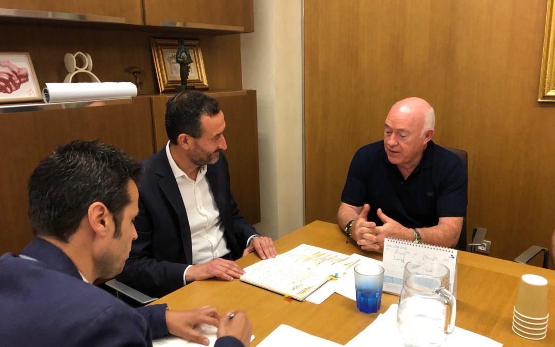 El Ayuntamiento y Cedelco estrechan lazos para impulsar la construcción de infraestructuras